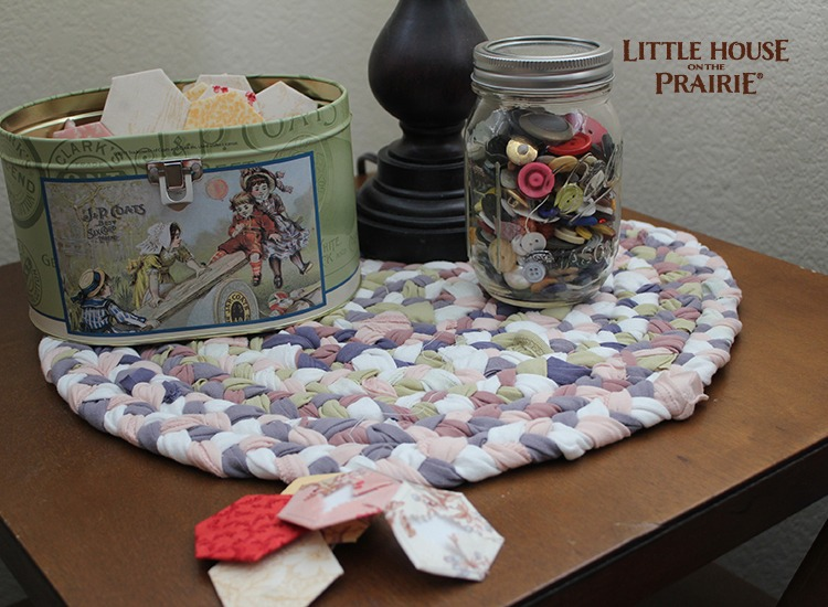 Fabric strips braided and sewn into a simple placemat - awesome old-fashioned DIY!