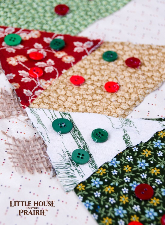 Beautiful Christmas table runner is an easy, no-sew home decor DIY
