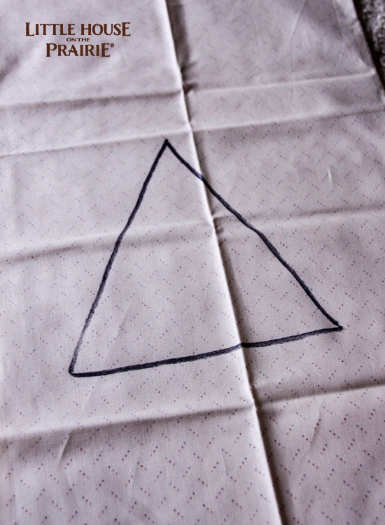Drawing your Christmas trees on the wrong side of the fabric - prepping the country Christmas table runner pieces!