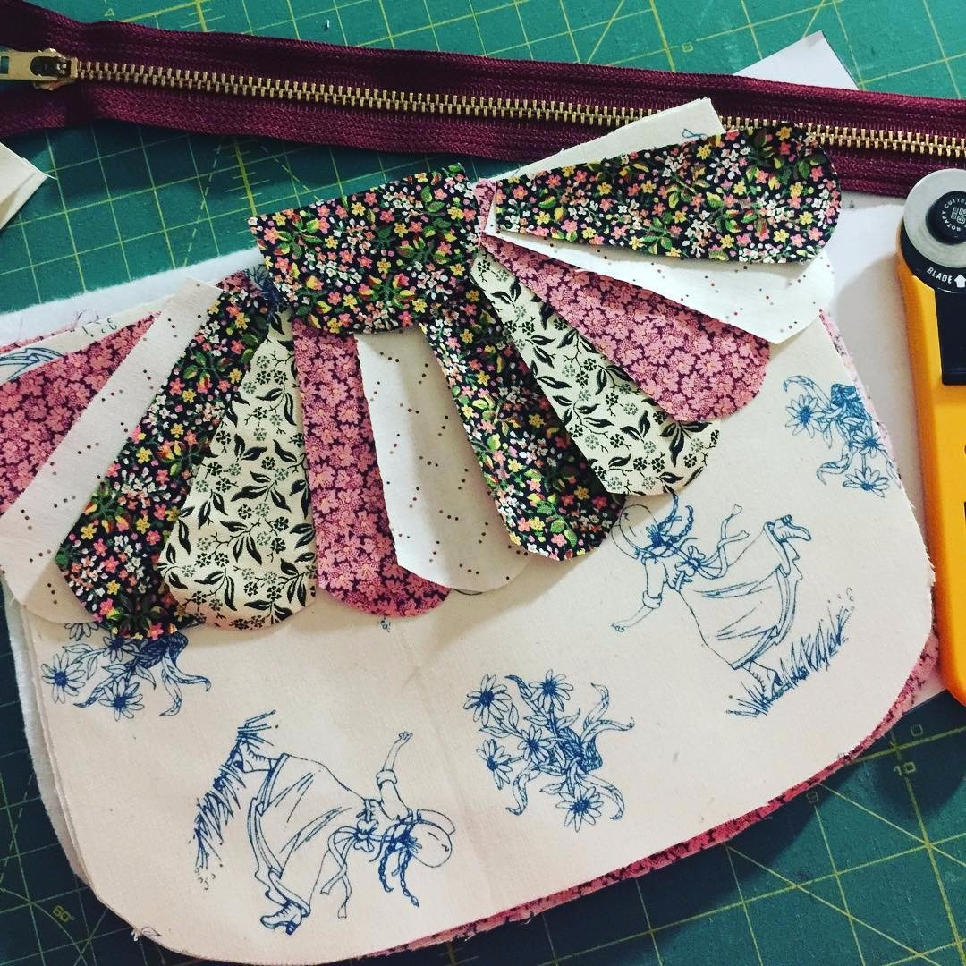 What can you make with Little House on the Prairie fat quarters? What a gorgeous dresden plate clutch purse!