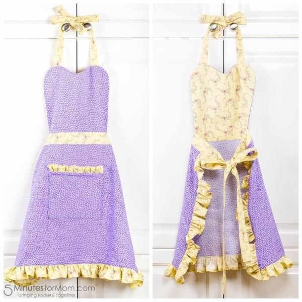 Gorgeous homemade aprons with original tutorial and pattern for you to download - we LOVE the extra touches added to these aprons.