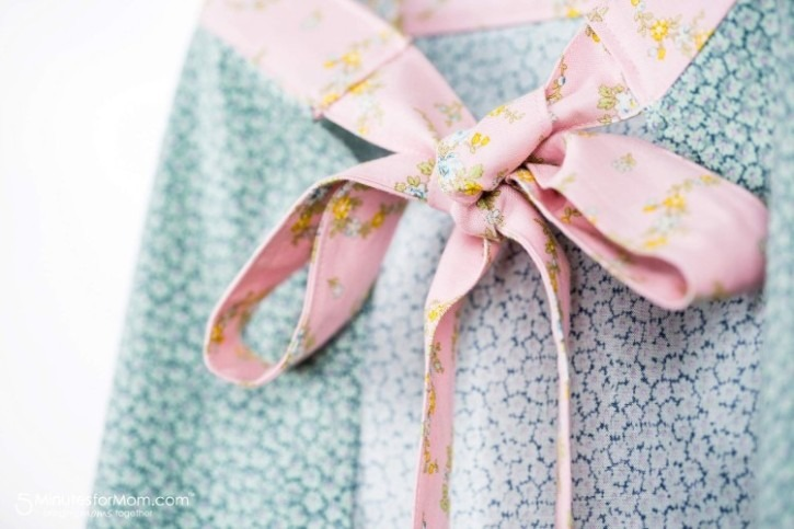 Old-Fashioned Girl's Aprons with Adorable Details Using Little House on the Prairie Fabrics (Free pattern included!)