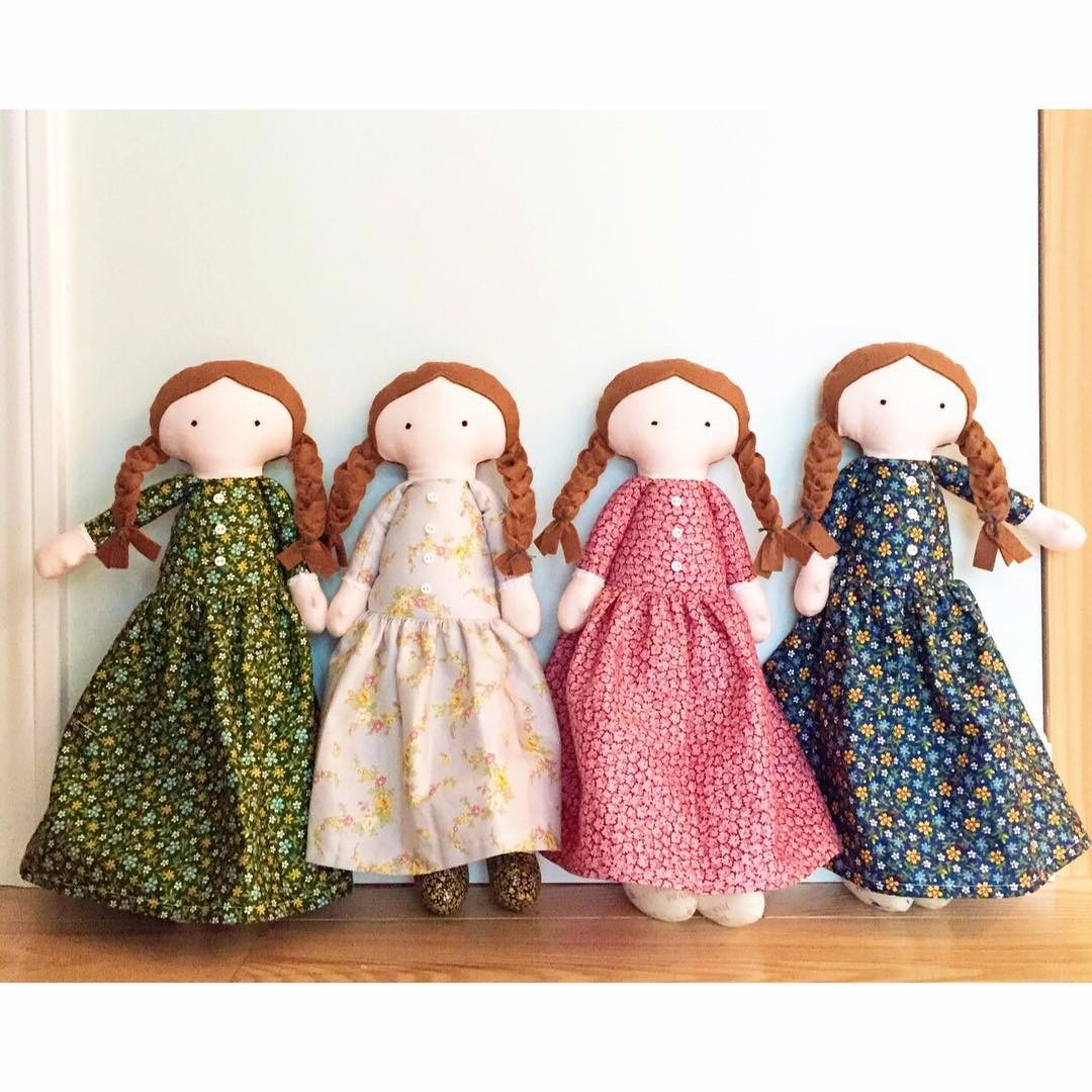These Laura Ingalls Wilder dolls are created with the Little House on the Prairie fabrics. So cute!